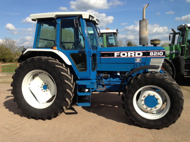 Ford 8210 III, 1991, 4,935 hrs | Parris Tractors Ltd